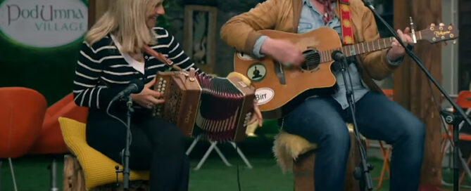 Galway Girl - Performed by Mundy, Sharon & Caoilinn in PodUmna Glamping Village, Portumna